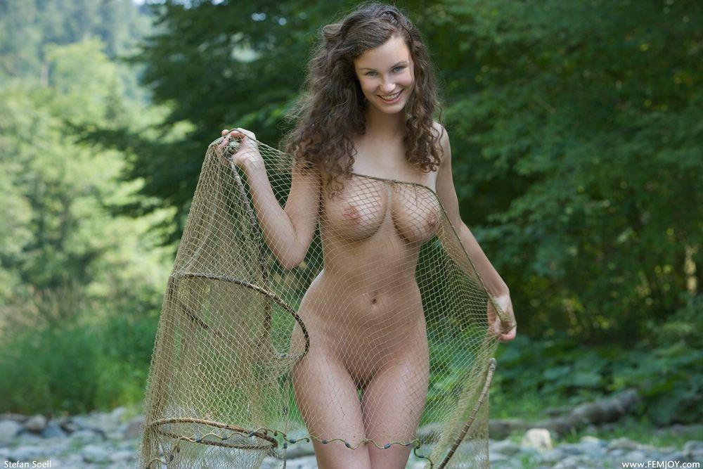 голые девки на рыбалке фото
